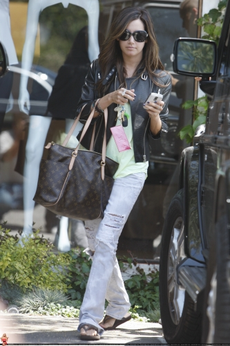 May 13-Leaving Andry Lecompte salon in west Hollywood Norma491