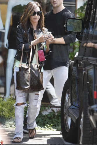 May 13-Leaving Andry Lecompte salon in west Hollywood Norma492