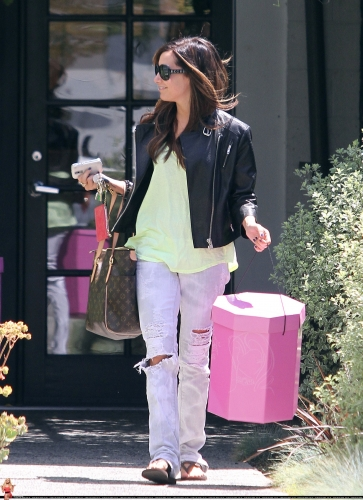 May 13-Leaving Andry Lecompte salon in west Hollywood Norma496