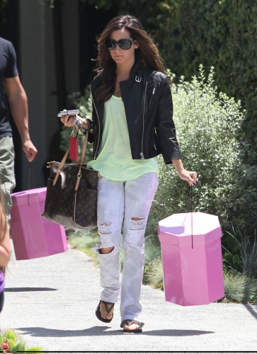 May 13-Leaving Andry Lecompte salon in west Hollywood Norma497