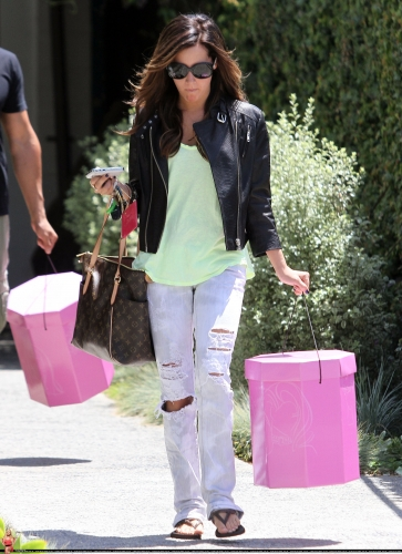 May 13-Leaving Andry Lecompte salon in west Hollywood Norma498