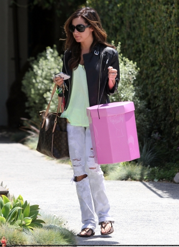 May 13-Leaving Andry Lecompte salon in west Hollywood Norma499