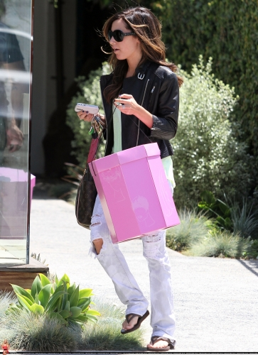 May 13-Leaving Andry Lecompte salon in west Hollywood Norma500