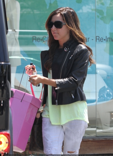 May 13-Leaving Andry Lecompte salon in west Hollywood Norma501