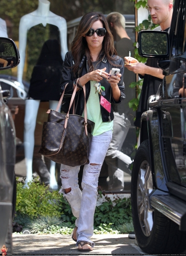 May 13-Leaving Andry Lecompte salon in west Hollywood Norma504