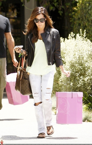 May 13-Leaving Andry Lecompte salon in west Hollywood Norma506