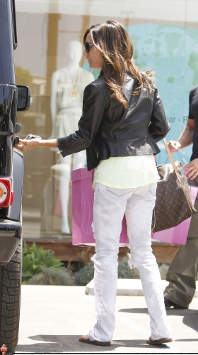 May 13-Leaving Andry Lecompte salon in west Hollywood Norma511