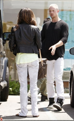 May 13-Leaving Andry Lecompte salon in west Hollywood Norma512