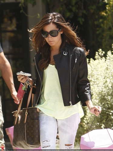 May 13-Leaving Andry Lecompte salon in west Hollywood Norma513