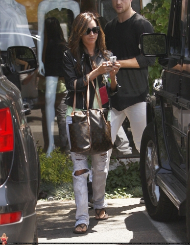 May 13-Leaving Andry Lecompte salon in west Hollywood Norma514