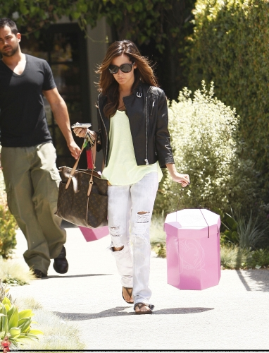 May 13-Leaving Andry Lecompte salon in west Hollywood - Page 2 Norma528