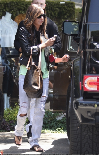 May 13-Leaving Andry Lecompte salon in west Hollywood - Page 3 Norma544