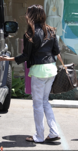 May 13-Leaving Andry Lecompte salon in west Hollywood - Page 3 Norma547
