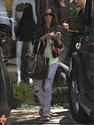 May 13-Leaving Andry Lecompte salon in west Hollywood - Page 3 Norma554