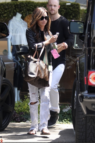 May 13-Leaving Andry Lecompte salon in west Hollywood - Page 3 Norma558