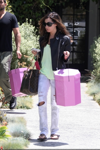 May 13-Leaving Andry Lecompte salon in west Hollywood - Page 3 Norma559