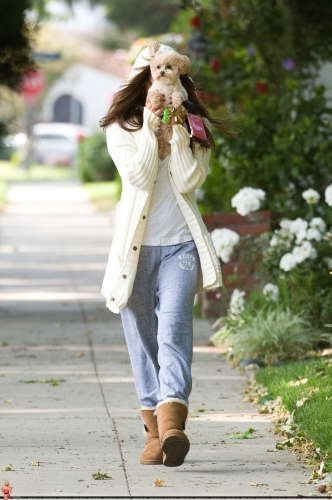 May 16 - Walking around in Toluca Lake with Maui Norma586