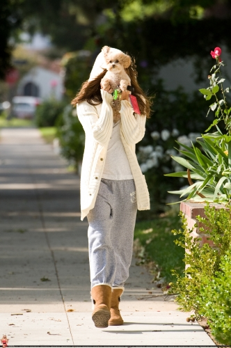 May 16 - Walking around in Toluca Lake with Maui Norma589