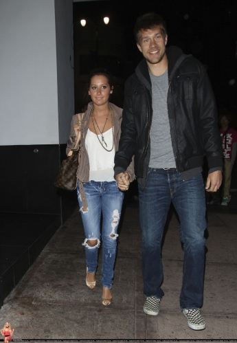 May 18 - Leaving Beso Restaurant in Hollywood with Scott - Page 3 Norma655