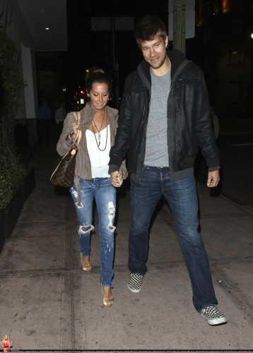 May 18 - Leaving Beso Restaurant in Hollywood with Scott - Page 3 Norma659