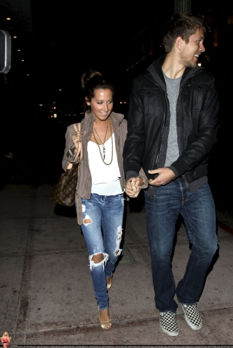 May 18 - Leaving Beso Restaurant in Hollywood with Scott - Page 3 Norma662