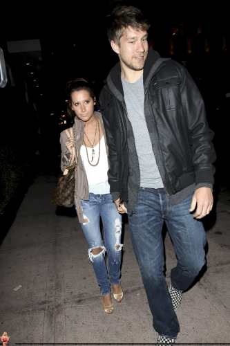 May 18 - Leaving Beso Restaurant in Hollywood with Scott - Page 3 Norma663