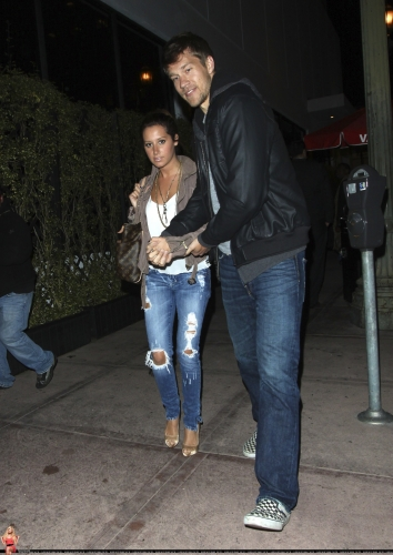 May 18 - Leaving Beso Restaurant in Hollywood with Scott - Page 3 Norma664