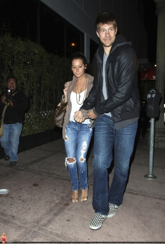 May 18 - Leaving Beso Restaurant in Hollywood with Scott - Page 3 Norma665
