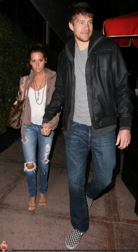 May 18 - Leaving Beso Restaurant in Hollywood with Scott - Page 4 Norma682