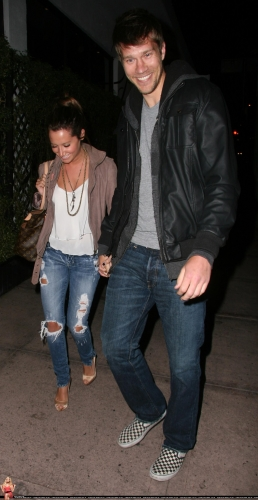 May 18 - Leaving Beso Restaurant in Hollywood with Scott - Page 4 Norma684