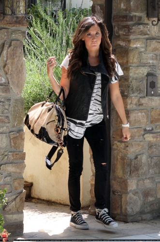 May 19 - Leaving her home in Toluca Lake Norma764