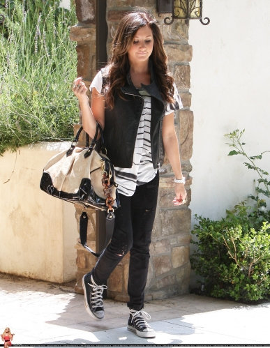May 19 - Leaving her home in Toluca Lake Norma774