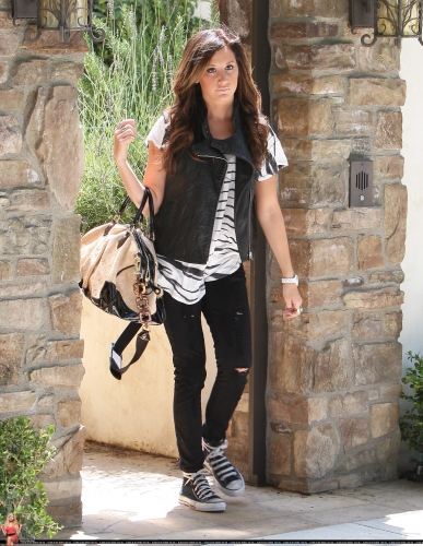 May 19 - Leaving her home in Toluca Lake Norma777