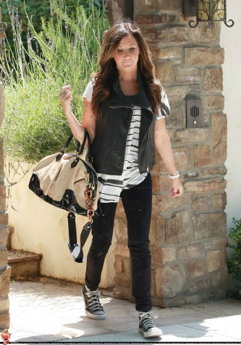 May 19 - Leaving her home in Toluca Lake Norma780