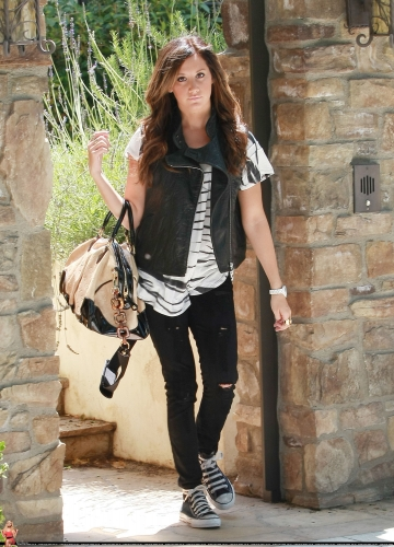 May 19 - Leaving her home in Toluca Lake Norma782