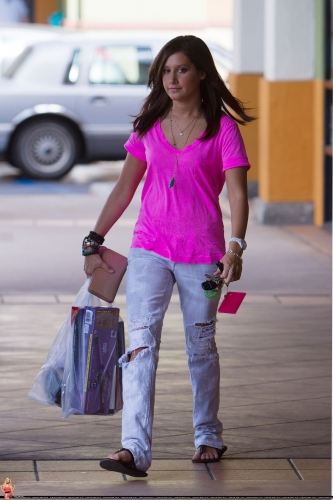 May 23 - Leaving Planet Beauty store in Studio City Norma923
