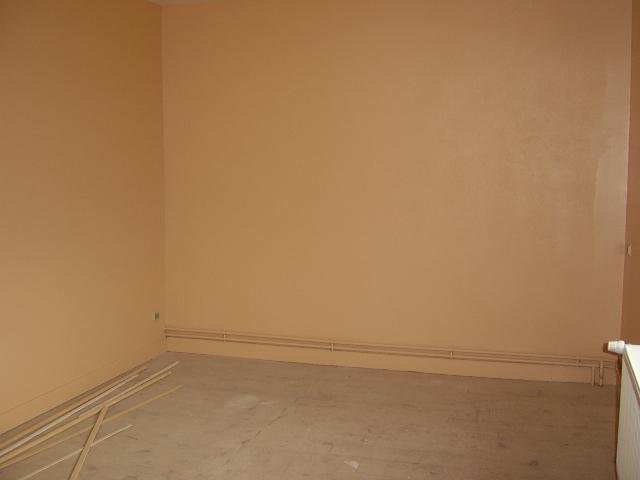 Comment peindre les murs avec cette chambre bleu?? 01110