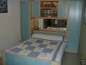 Comment peindre les murs avec cette chambre bleu?? Lit_po10