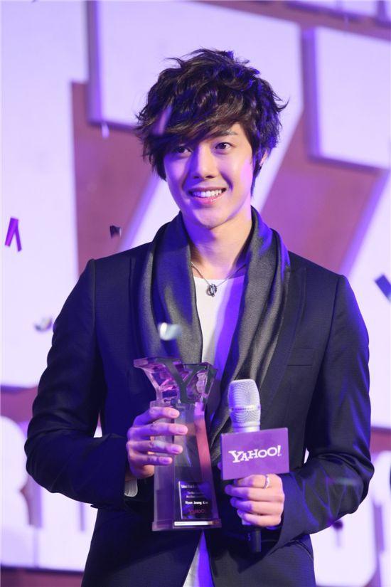 [SS501]Kim Hyun Joong Won '3′ Awards in 'Yahoo! Asia Buzz Awards 2010′ Photo110