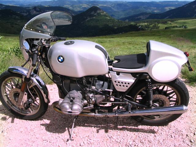 C'est ici qu'on met les bien molles....BMW Café Racer - Page 3 Bmwbw210
