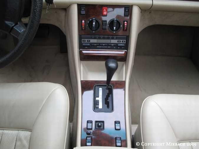 La Mercedes 300 SE (W126)  12_67521