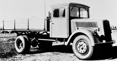 [Historique] Les Poids lourds Mercedes  1944_m10