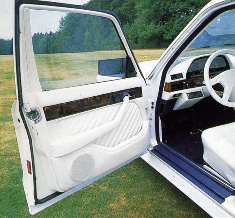 La Mercedes 560 Duchatelet 405e2310