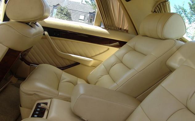 La Mercedes 560 Duchatelet Hann_m28