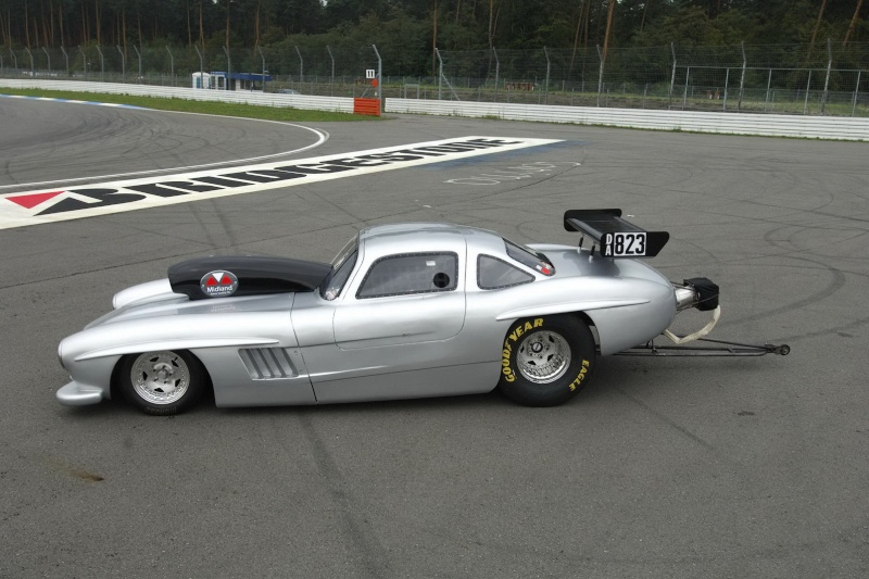 Les répliques de Mercedes Merc2100