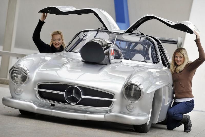 Les répliques de Mercedes Merc2102