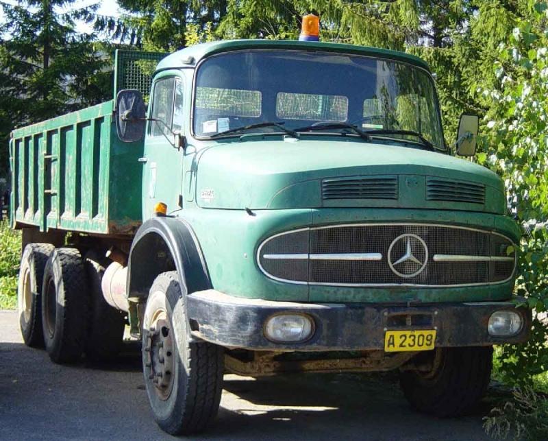 [Historique] Les Poids lourds Mercedes  Merce936