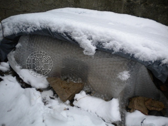 SUD de la France : exemple de cabane, abris divers et fosse d'hibernation Abris_10