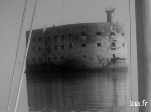 """Vidéo : """"Fort Boyard acheté par un particulier en 1962"""" Fort_b10"""