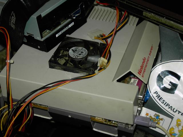 Mon pc remonté dans une NES (pas fini que du test) Pict0510